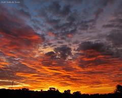Belo Amanhecer, Umuarama-BR, 25/04 (asaffsaabdesouza) Tags: sunrise sunriselover landscape landscapenature paisagem sol sun natureza nature nascer panoramica paraná amazingclouds amazingsky umuarama clouds cloudscapture cloudscape canon fotografia