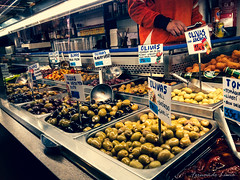 Olives! (Fernandolunad) Tags: olives olivas aceitunas mercado market street barcelona spain españa travel viajes turismo tourism gastronomía food comida shopping compras crossprocessing procesocruzado colorido color colorful boquería