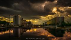 DU-innenhafen (fotos_by_toddi) Tags: rot fotosbytoddi voerde niederrhein nrw nordrhein westfalen duisburg deutschland germany innenhafen wasser rhein rhine wolken clouds sunset sun spiegelung bunt