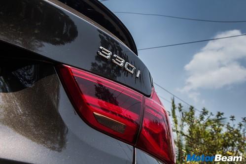 2017-BMW-GT-330i-03