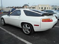 1989 Porsche 928 (splattergraphics) Tags: 1989 porsche 928 carshow huntvalleyhorsepower huntvalleytownecentre huntvalleymd