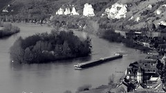 Les Andelys, l'île du Château (Un jour en France) Tags: île bateau péniche seine fleuve andelys