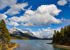 Maligne Lake, Leah Peak, Samson Peak (martincarlisle) Tags: malignelake leahpeak samsonlake jaspernationalpark alberta canada canadianrockies rockymountains rockies nationalparks canadianparks parks maligneriver rivers trees lakes water mountains sky clouds canonxsi450d tamronlenses captureonepro9 nwn