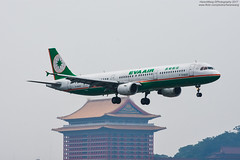 EVA Air Airbus A321-211 | B-16202 (HarenWang) Tags: 台灣 臺灣 taiwan taipei travel fly flying veiw views trip traveling photography 航空 airport aircraft aviation songshan tsa 松山 松山機場 松山國際機場 機楊 international 國際 臺北松山機場 飛機 航空器 青空 空 青 eva air airbus b16202 空巴 空中巴士 a320 長榮 長榮航空 a321211 a321 staralliance evaair