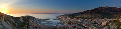 Un petit Port Marseillais (Murphy13006) Tags: marseille mer mediterranée soleil orange port bateaux boats sea sky sunset blue paca france d7100 eau scene nikon provence boat light bleu europe ciel panorama mediterranean