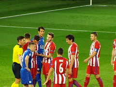 Preparing for a free kick (lcfcian1) Tags: leicester city atletico madrid lcfc atleti uefa champions league football sport uk england kingpowerstadium king power stadium leicestercity atleticomadrid leicestercitystadium uefachampionsleague championsleague footballmatch koke jamievardy leonardoulloa 11 18417 quarter final