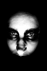 Blick aus der Dunkelheit (One-Basic-Of-Art) Tags: schwaz weis weiss black white noir blanc monochrom monochrome eyes augen yeux face gesicht people person human mensch darkest dark darkness dunkel geheimnisvoll finster finsterniss mystery annewoyand anne woyand