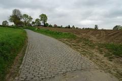 20170422 19 Oude Kwaremont (Sjaak Kempe) Tags: 2017 lente sjaak kempe sony dschx60v belgië belgique belgium oude kwaremont kasseien kasseiweg wielerkoers wielrennen cyclisme ronde van vlaanderen