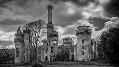 Plus là pour très longtemps ... (...::: Antman :::...) Tags: château baynac hautevienne castle ruine ruins blackandwhite noiretblanc