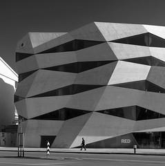 Vodafone HQ (schromann) Tags: white black glass architecture modern concrete fenster porto faceted guimaraes architektur glas oporto beton cubist barbosa brut sichtbeton kubisch bündig 20130513 facetiert festverglasung weisbeton