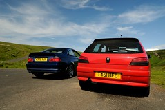 BMW 328 & Peugeot 306 rallye (Berilia) Tags: blue red car cherry nikon 328 bmw motor peugeot 306 rallye d300 cheviothills