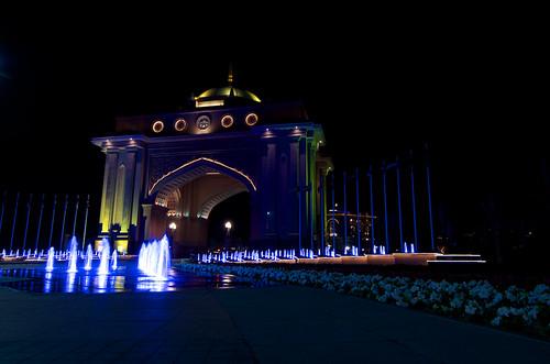 Emirate's palace main gate ©  Still ePsiLoN