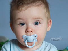 Blue eyed baby boy with pacifier (Carlos Ciudad - Stock Photography) Tags: blue light boy portrait espaa baby house color cute luz home look closeup mouth mono casa spain eyes funny europa europe child sweet expression retrato room 8 olympus lindo leon ojos surprise bebe meses months dummy boca mirada nio glance niez pacifier dulce gettyimages sorpresa astonishment habitacion lateral divertido chupete azules gracioso expresion castillayleon chidhood e520 castilleandleon gettyimagesspain cctrillastock
