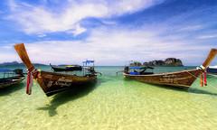 Bamboo Island (Phi Phi Islands) - Thailand (sparqx) Tags: beach canon phi phiphi mai beached longtail longtailboat bambooisland phai waynewilliams sparqx islandko