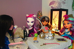 P4131454 (travatul) Tags: party monster high doll tea alice hood madeline ever mh mattel cerise hatter returns liddle catrine maddness aftre eah demew