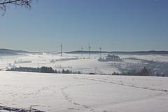 IMG_5183 (magicdeu1) Tags: döhlau bayern hof weinzlitz schnee sonne blume eis nebel windkrafträder windräder berge feld saale deutschland winter snow