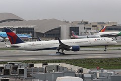 Delta (So Cal Metro) Tags: boeing 757 delta deltaairlines dal 757300 753 n586nw airline airliner airplane aircraft aviation airport plane jet lax losangeles la
