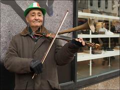 when irish eyes are smiling (teedee.) Tags: roma street entertainers belfast music irish hat stpatricks day 2017