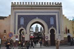 Bab Boujloud (XIIe), porte de la médina de Fès el Bali, Fès, Maroc. (byb64) Tags: fès fez فاس ⴼⴰⵙ fas fèsmeknès maroc morocco marruecos المغرب ⵍⵎⵖⵔⵉⴱ royaumedumaroc marokko marocco médina medina vieilleville oldtown cascohistorico altstadt fèselbali unesco unescoworldheritagesite toits techos ville city citta ciudad town stadt oldcity porte door gate puerta porta boujloud babboujloud xiie 12th faïence céramique ceramica bleu blue azul blu
