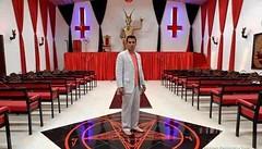 L'état français encourage-t-il le satanisme ? (Maison de l'Alchimiste) Tags: satan satanic satanique culte rituel 666 croixrouge croix
