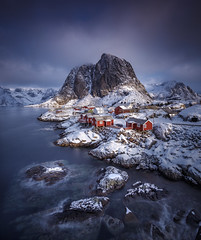 Hamnoy (Frederic Huber | Photography) Tags: 1124 1635 2017 2470 70200 landschaft canoneos5dsr eos fotodiox frederichuber frederichuberphotography freearc frost landscape lofoten norway norwegen photography schnee snow wonderpana wwwfrederichubercom hamnoy dreamscape le long exposure langzeitbelichtung blue hour sunrise sunset sonnenaufgang sonnenuntergang rorbue rorbuer rorbu red rot lilandstinden mountain peak berge nordland