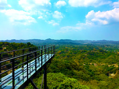 天空橋 (Dream_Kai) Tags: 橋 天橋 景觀 延伸 山 眺望 天空 自由 台南 tainan free sky overlooking mountain extend landscape flyover bridge