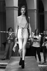 (Goldoni Simone) Tags: amatoriale ragazza sfilata bn nero bianco passerella pedana