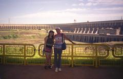 """""""la pierre qui chante"""" - ITAIPU (Pierre♪ à ♪VanCouver) Tags: itaipudam itaipu barragemdeitaipu represadeitaipú barrageditaipu brasil brazil brésil paraguay paranáriver rioparaná hydroelectricdam lourdimpactsurlenvironnement guarani tupiguarani tupiguaranilanguage digadiitaipú brasile digaidroelettrica pietrachecanta posingavecuneinconnue"""