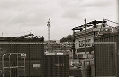Désespérer Billancourt (ettigirbs2012) Tags: désespérerbillancourt ileseguin anciennesusinesrenault nb bw renault grue crane container metal ciel sky abandonné abandoned boulognebillancourt
