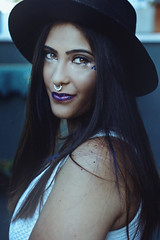 Giselle (TheJennire) Tags: photography fotografia foto photo canon camera camara colours colores cores light luz young tumblr indie teen people portrait blue glitter fashion style hat galaxy photoshoot girl 50mm smile yelloweyes