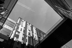 view of the sky (Goddl) Tags: strukturen gebäude licht schatten spiegelungen structures building light shadow reflections