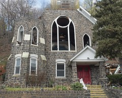 Demolition of Lord's Grace Church (built 1907), Edgewater, New Jersey (jag9889) Tags: 07020 1907 2017 20170416 architecture bergencounty building church construction demolition edgewater gardenstate house nj newjersey outdoor stained usa undercliffavenue unitedstates unitedstatesofamerica windows worship jag9889 zip07020 us historic
