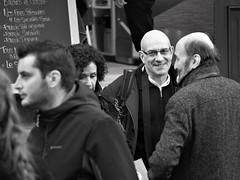 Smile (L_u_c) Tags: smile sourire man men homme hommes femme woman touristes tourists people gente noiretblanc extérieur exterior outside rue street dehors bw nb olympus riquewihr france blackwhite blanconegro blanconigro visiteurs tourisme