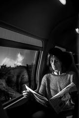 Letture (johnn.claudio4780) Tags: woman train letture biancoenero monocromatic street streetphotograph blackandwhite bn bwphoto