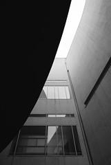 Richard Meier. MACBA #22 (Ximo Michavila) Tags: richardmeier macba ximomichavila blackwhite grey monochromatic bw building architecture archidose archdaily archiref urban abstract geometric barcelona cataluña spain museum art modern lines city