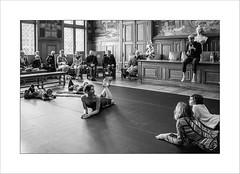 Initiation à la danse contemporaine (Panafloma) Tags: 2017 arras artois fr france hautsdefrance pasdecalais techniquephoto province hôteldevillearras dansecontemporaine public