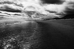 Balmedie (John fae Fife) Tags: fujifilmx noiretblanc beach scotland balmedie monochrome sand bw xt1 blackandwhite nb aberdeenshire shore