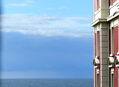 (MAGGY L) Tags: dmcfz200 paysbasque biarritz ocean ciel mer horizon immeubles géométrique