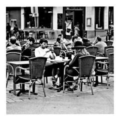 a little less conversation (japanese forms) Tags: ©japaneseforms2017 ボケ ボケ味 モノクロ 日本フォーム 黒と白 alittlelessconversation bw blackwhite blackandwhite blancoynegro bokeh candid elvispresley monochrome pun random schwarzweis square squareformat strasenfotografie straatfotografie streetphotography vlaanderen woordspeling wortspiel zwartwit