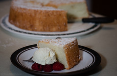 angel cake (sure2talk) Tags: angelcake sponge raspberries whippedcream nikond7000 nikkor85mmf35gafsedvrmicro flash speedlight sb900 offcamera softbox diffused april2017amonthin30pictures 117picturesin20177makesyourmouthwater