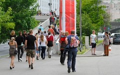 Linzfest 2013 -Tag 2 (austrianpsycho) Tags: bridge people storm linz leute wind windy stormy menschen weg haare sturm haar windig brücke wehen linzfest fliehen stürmisch 19052013 linzfest2013 flüchten