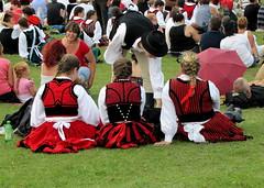 pihenés (debreczeniemoke) Tags: festival feast transylvania transilvania traditionalmusic csíksomlyó erdély traditionalcostumes 2013 csíkszereda néptánc népviselet székelyföld székely ünnep népzene canonpowershotsx20is traditionalfolkdance ezerszékelyleánynapja hagyományőrzőtalálkozó