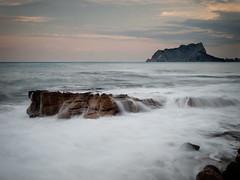 Cala Baladrar - Benissa - Penyal d'Ifach (monsalo) Tags: mar agua mediterraneo nubes peñondeifach penyaldifach monsalo