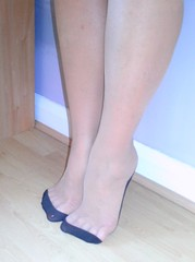 cute seamed stockings, reinforced heel and tow (bekandjas) Tags: feet stockings up toe heel hold stay reinforced seamed