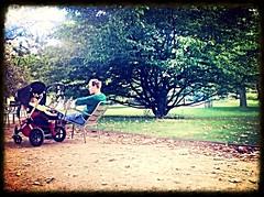 Father and son (Giulia_) Tags: paris france plante jardin luxembourg enfant arbre parc fils pre sep13 possette