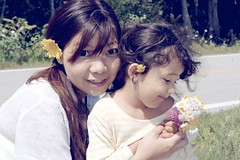 Mommy and Daughter Summer Portrait (Jake in Japan) Tags: flowers portrait love affection michigan sony daughter wife mackinacisland apsc nex7 sel18200le e18200mmf3563ossle jakejung gettyimagesjapan13q4