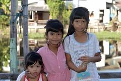 cute sisters (the foreign photographer - ) Tags: girls cute sisters portraits thailand bangkok khlong bangkhen thanon fromyoutous