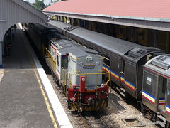 124. 6542. Gemas. 26-Dec-10; Ref-D58-P14 (paulfuller128) Tags: train singapore railway malaysia locomotive batucaves jerantut sentul butterworth alco ktmb keretapi ydm4 keretapitanahmelayuberhad malaysianrailways kualalumpurkualalipisgemas batukentonmen