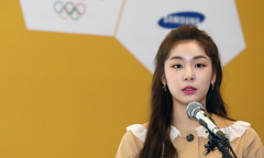 PyeongChang_2018_Torch_20170417_03 (KOREA.NET - Official page of the Republic of Korea) Tags: 2018평창동계올림픽 2018pyeongchangwinterolympicgames kimyuna torch olympictorch 김연아 평창 평창동계올림픽성화 성화봉송 2018 수호랑 yunakim