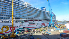 Norwegian Joy (Ulrike Parnow) Tags: meyerwerft papenburg norwegianjoy
